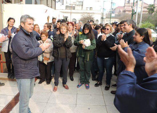 Los empleados municipales hicieron una asamblea en el Centro Cívico.