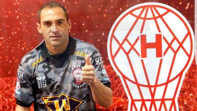 Ezequiel Garré firmó ayer su contrato que lo ligará por una temporada con Huracán.