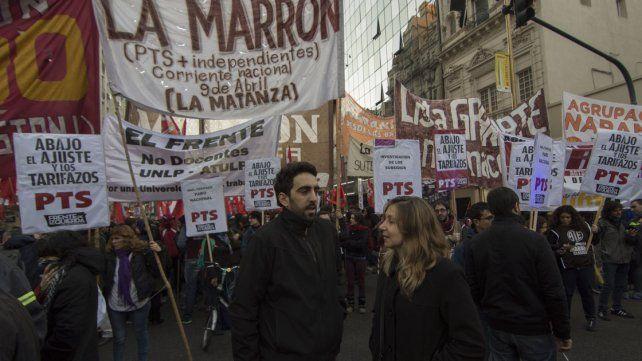 Manifestantes protestan en Buenos Aires contra el tarifazo y el ajuste
