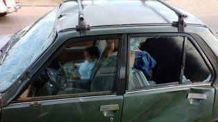 El automóvil sufrió importantes daños.