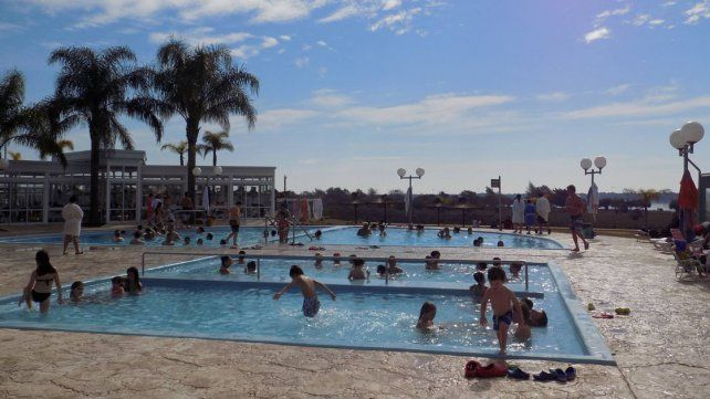 Más sol. En Colón y en otras localidades esperan un gran número de familias con días menos fríos.