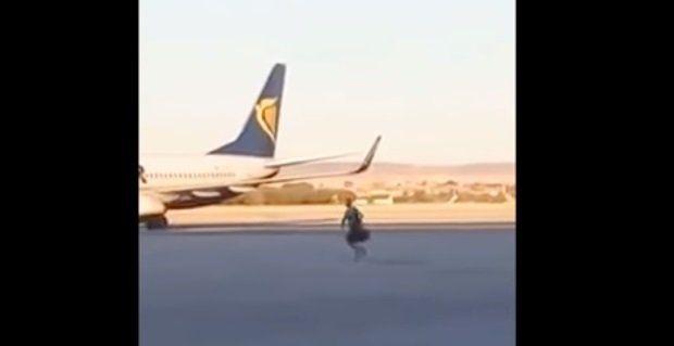 Corrió el avión por la pista para no perder el vuelo