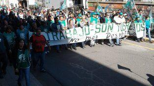 Protesta. La militancia de ATE marcó una fuerte presencia en las calles céntricas de Paraná.