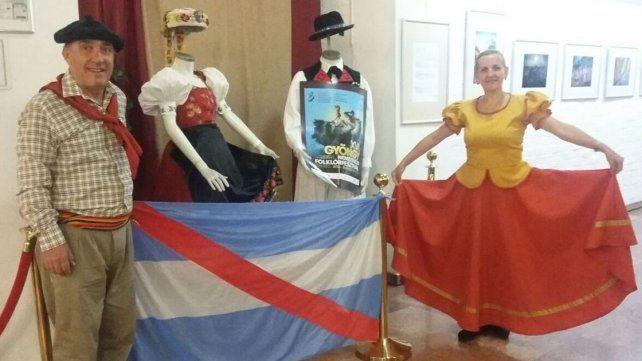Embajadores culturales. Marcelo y Carina forman parte de la comitiva argentina.