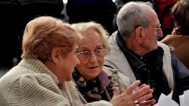 Anuncian un aumento de 14,16% en las jubilaciones y las asignaciones por hijo