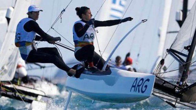 El binomio argentino trepó al segundo puesto en la clase Nacra de Vela