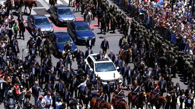 Macri se moverá en una camioneta blindada