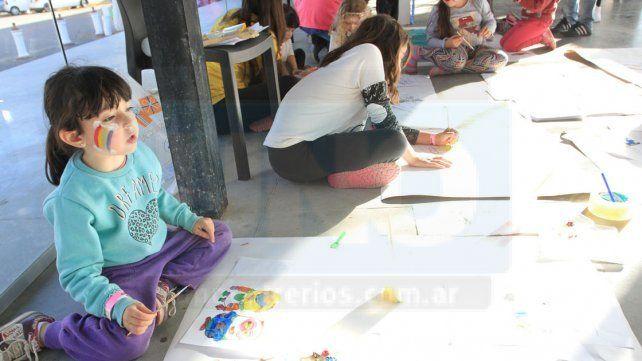 Juegos y diversión. Hubo propuestas para públicos de todas las edades y los más pequeños compartieron una jornada amena.