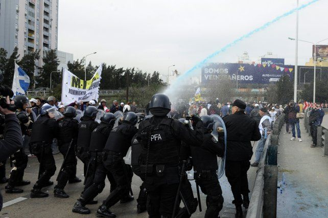 Represión en Puente Pueyrredon