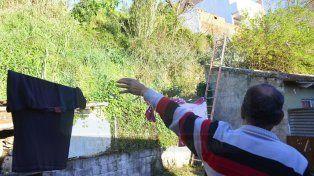 Desde allá. Los vecinos contaron cómo cae el agua que se junta en casi todo el centro de Paraná.