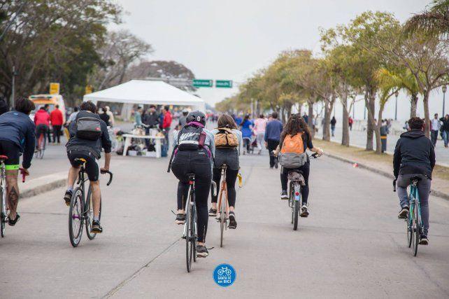 Los ciclistas de Santa Fe rumbo a la reunión de mañana en la Legislatura. Foto Santa Fe en Bici.