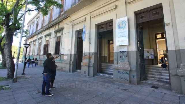 La charla debate será a la 19 en el auditorio de la Facultad de Ciencias Económicas de la UNER.