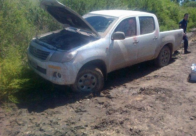 La camioneta en que escapaban los delincuentes que fueron detenidos ni bien ocurrió el robo.