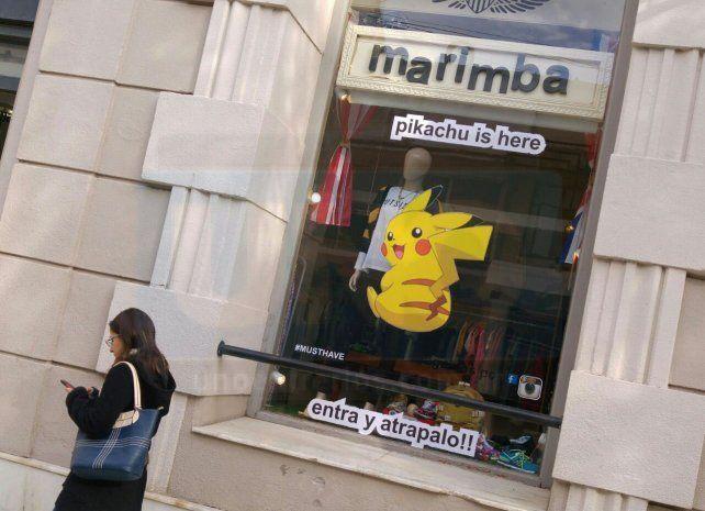 Ingenio. Hasta ayer a la mañana un comercio de Paraná entregó a Pikachu para ganar clientes.