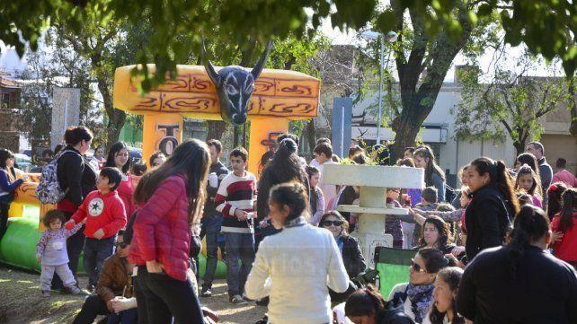 Coparon la Plaza Sáenz Peña y festejaron su día a pleno sol