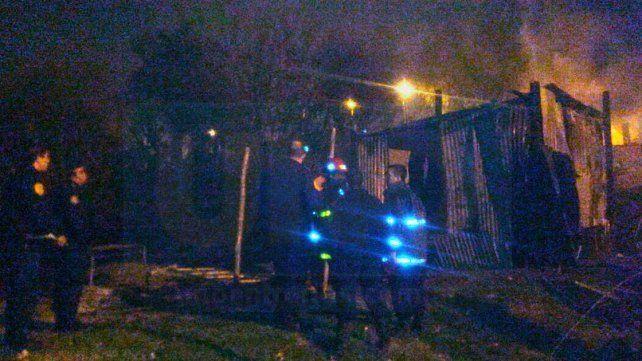 Una mujer prendió fuego a su casa y se encerró con su bebé, por problemas familiares