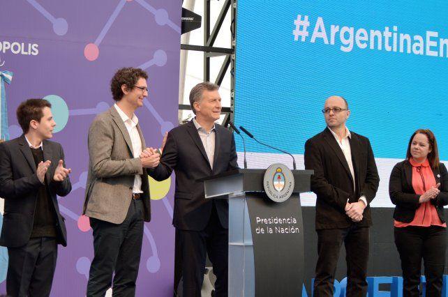El presidente Macri saluda a Mariano Mayer