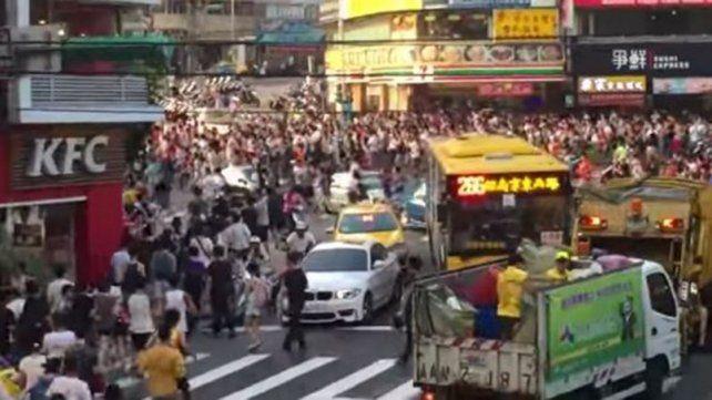 Estampida en Taiwan en busca de un Pokémon