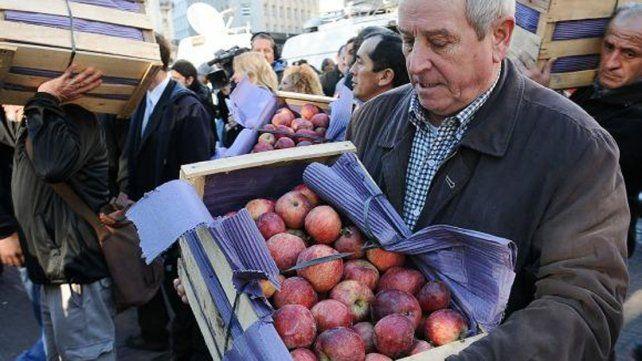 De tirar fruta y de palos en la rueda