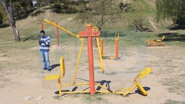 Crecen las quejas por juegos rotos en plazas y parques de la ciudad