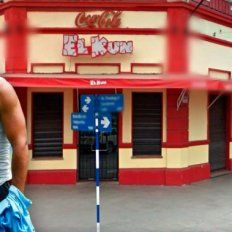 Kun Agüero demandó a una sandwichería tucumana