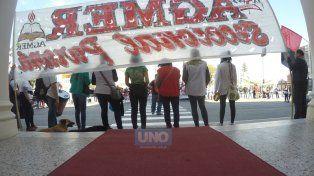 La manifestación llegó hasta la puerta de la casa de gobierno de Entre Ríos. Foto UNOJuan Manuel Kunzi.