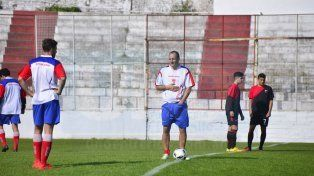 El Decano hizo fútbol ayer en el estadio Pedro Mutio.