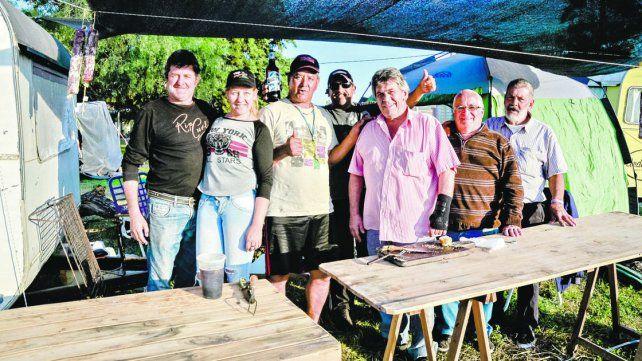 Los amantes del TC esperan hace varios días poder entrar al autódromo de Paraná.