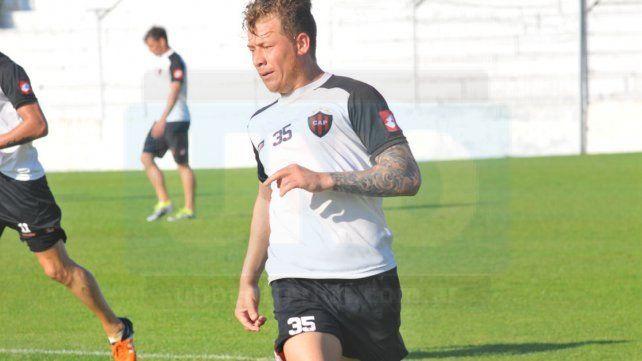 El Pitu González marcó un gol en la práctica y será titular el lunes.