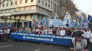 Las Madres de Plaza de Mayo realizan la marcha de la resistencia