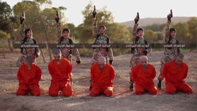 El Estado Islámico utilizó a cinco niños verdugos para un video con quince ejecuciones