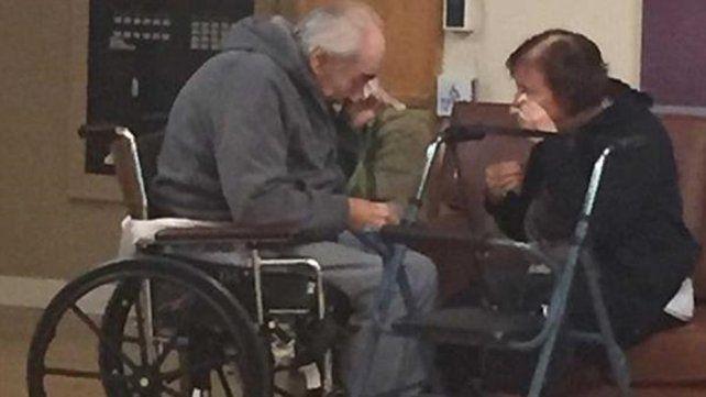 Foto triste: están casados hace 62 años y ahora tienen que vivir en asilos diferentes