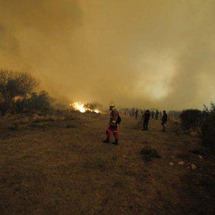 Dos pueblos evacuados por incendios en San Luis