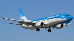 Un piloto de Aerolíneas Argentinas rompió todos los protocolos para salvar a un niño en pleno vuelo a Miami
