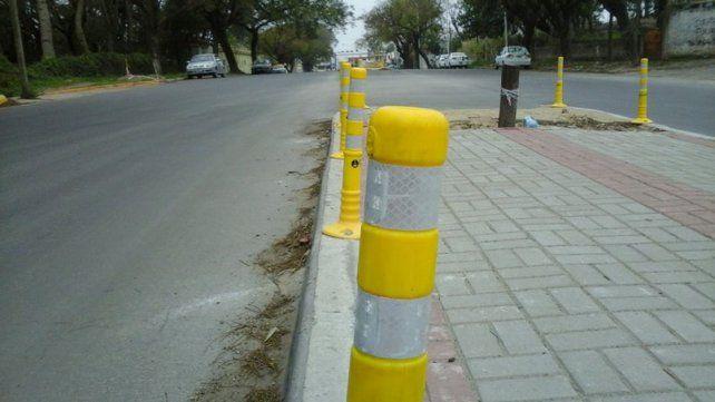 Colocan delineadores viales en la ciclovía de calle Maciá