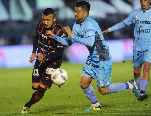 El Rojinegro perdió un partido clave ante un rival directo