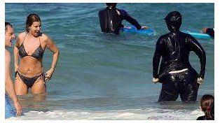ONU instó a levantar la prohibición al burkini en las playas francesas