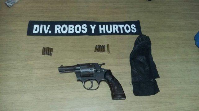Pericias. Esperan saber si el revólver fue utilizado en balaceras.