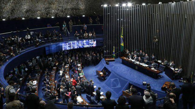 Destituyeron a Dilma Rousseff pero no pudieron inhabilitarla