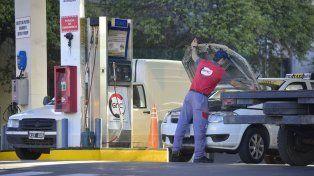 Complicados. El costo al público del GNC ya es muy similar al 50% del precio de la nafta súper.