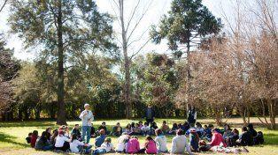 En La Cecilia las asambleas al aire libre son una sana costumbre.