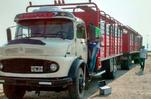 Detienen a una persona involucrada con el robo del camión con ganado