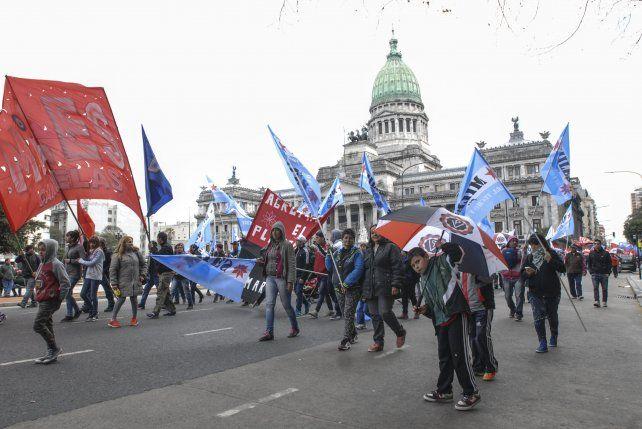 Yasky y Micheli cerraron con duros discursos la Marcha Federal contra el ajuste