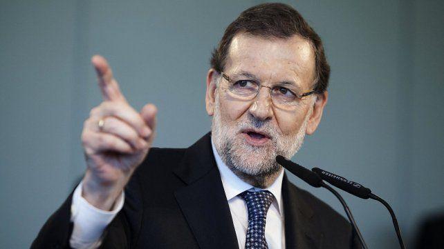 Rajoy, en medio de la crisis española, felicitó a Macri por las decisiones económicas que marcan el camino correcto