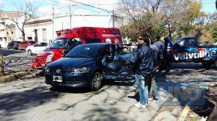 Socorrieron a una mujer atrapada en el interior de un vehículo