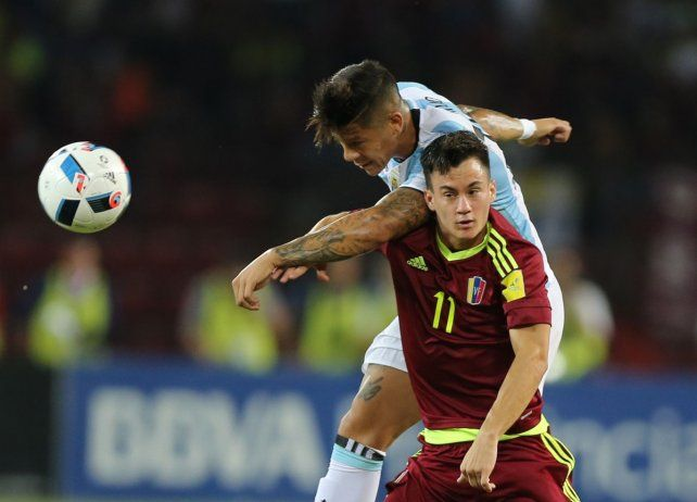 Argentina sufrió, pero logró el empate con Venezuela