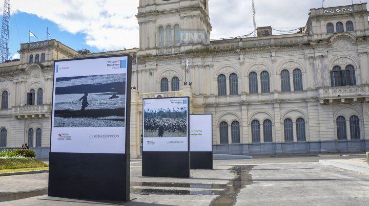 El reportero gráfico de UNOMateo Oviedo consiguió el tercer premio del concurso con la imagen que se pude disfrutar en la puerta de la casa de gobierno.