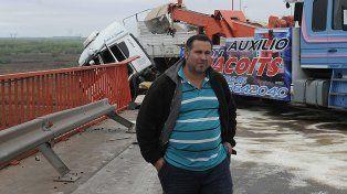 Retiraron el camión que quedó colgado en el puente de Zárate Brazo Largo