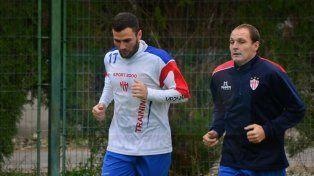 Gonzalo Cozzoni (a la izquierda) finalizó entrenando ayer en forma diferenciada.