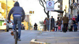 La bicicleta ocupa una ínfima parte de la calle y no contamina. Foto UNO Mateo Oviedo.